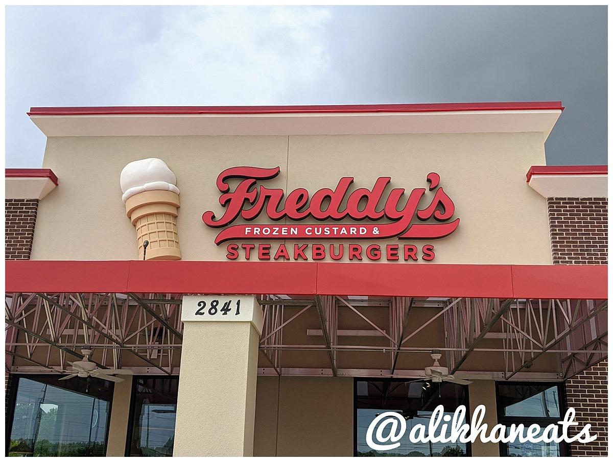 Steak 'n Shake vs Freddy's Freddy's sign